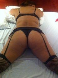 Fotos íntimas esposa rabuda de lingerie quase pelada na cama