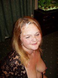 Carol mulher madura viciada em toma gozada na cara em fotos