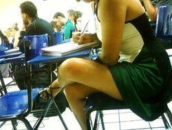 Fotos Sabrina assanhada assistindo aula sem calcinha na UMC