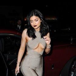 Conheça celebridades que usam Underboob, exibir polpa do peito