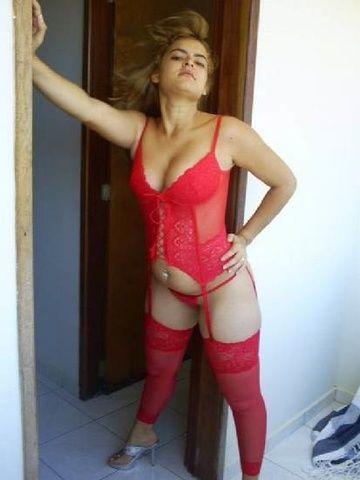 Esposa Karla Lenala de lingerie provocando maridão - RS