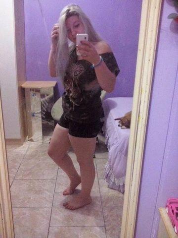 Loira de Minas Gerais - MG enviou nudes mostrando buceta rosada