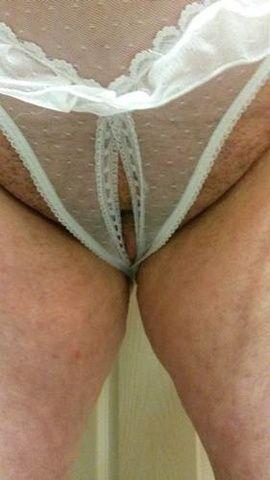 97 fotos Branquinha tarada abusando da bucetinha rosa com parceiro