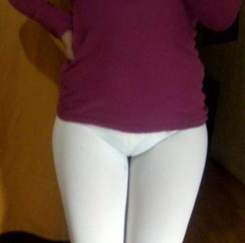 Morena bunduda de calça suplex transparecendo aparecendo calcinha
