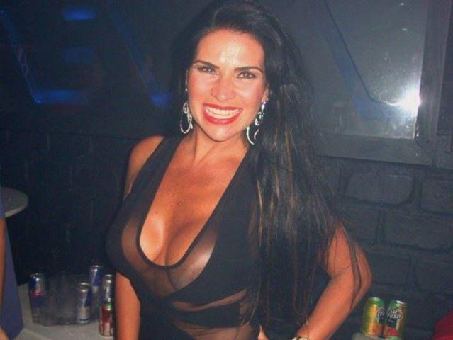 Solange Gomes paga peitinho na na boate Level em Petrópolis RJ
