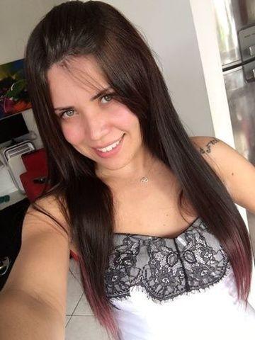 Yasmim novinha carioca caiu em fotos íntimas pelada