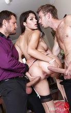 Novinha Valentina Nappi brincando de fazer dupla penetração