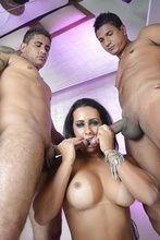 Fotos safada Nicolle Bitencourt fazendo dupla penetração com dois caras