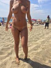 Ana dona de casa que adorar fica pelada se exibindo ao ar livre