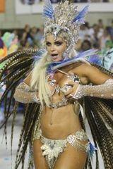 Fotos Veridiana Freitas descuidada acabou mostrando bico do peito Carnaval 2017