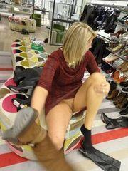 Fotos mostrando bela buceta dentro de lojas e outros lugares