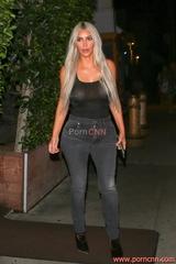 Fotos famosa Kim Kardashian e suas roupas transparentes