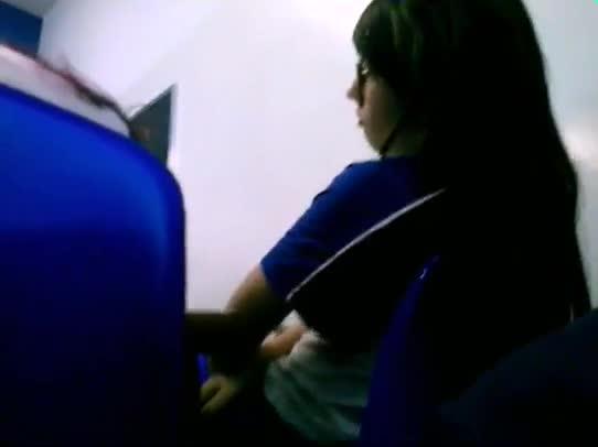 Moleque flagrou amida estudante masturbando na sala de aula