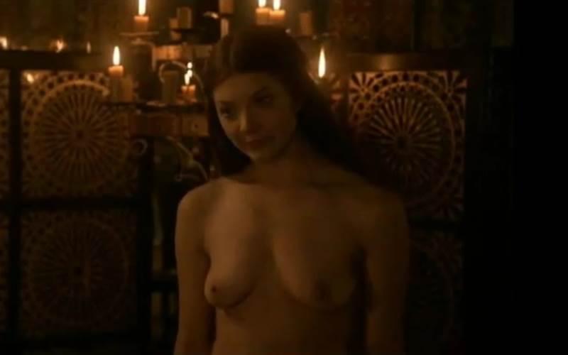 Margaery Tyrell pelada mostrando seios pequenos em Game of Thrones