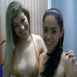 Giovana e Ana Flavia primas fodendo com coroa gordinho na webcam