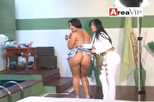Sobrinha Carol Miranda e tia Gretchen juntas no ensaio adulto