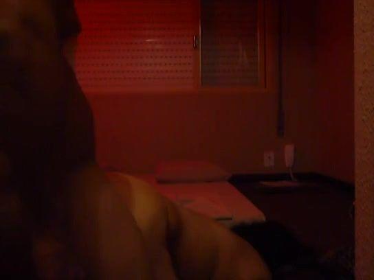 Comedor dando um trato na coroa casada na cama do motel
