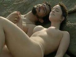 Famosa Fernanda Vasconcellos em cena pelada em filme