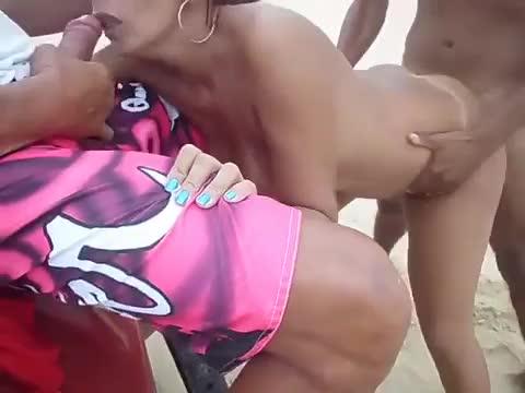 Video Karina morena mentirosa falou que iria pra salão e acabou na praia transando com dois caras