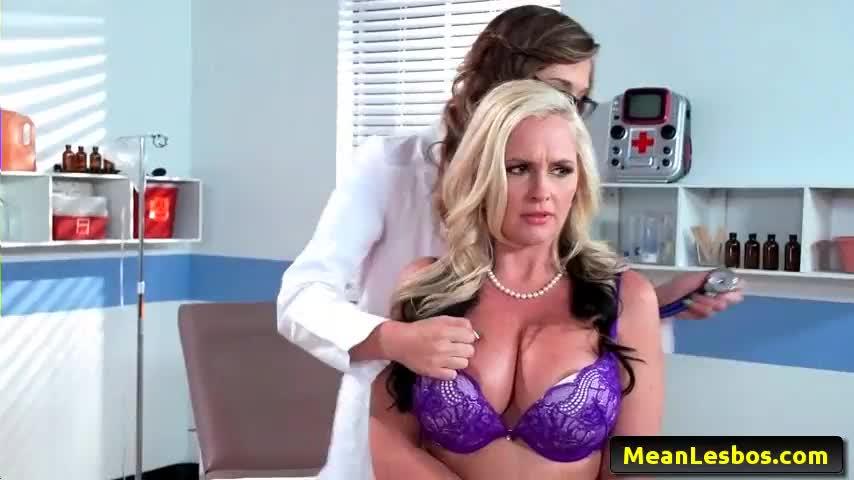 medica lésbica acabou fazendo sexo com a paciente