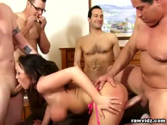 suruba com amigos uma supresa para esposa gostosa