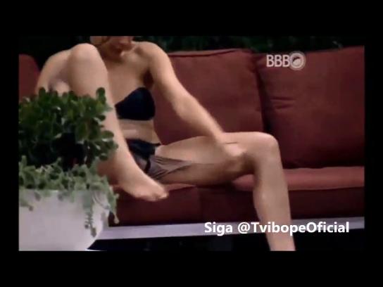 Vazou vídeo Ana Paula BBB16 mostrando buceta ao tira calcinha super bêbada