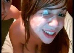 Fetiche porno fodeu bastante e gozou na cara da novinha peituda