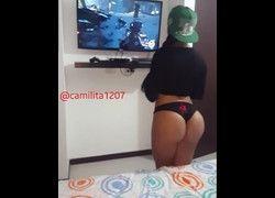 Vídeo Alejandra morena top de calcinha jogando Call Of Duty #1