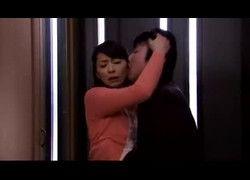 Incesto esposa japonesa fodendo com irmão jovem do marido