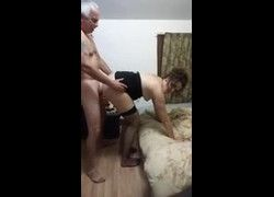 Vídeo coroa tarado sapecando sua esposa coroa de quatro