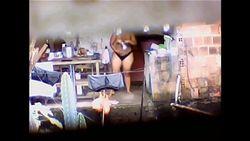Flagra vizinha gorda da favela tomando banho pelada na laje