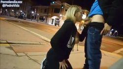Fetiche gringa piriquete pagando boquete pro namorado na rua de casa