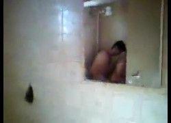 Filmando estudante Cíntia fazendo sexo com Luis no banheiro do sitio