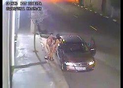 Flagra real casal paradinha rápida para transar na rua