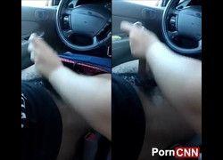 Namorada assanhada batendo punheta na piroca do negão dentro do carro