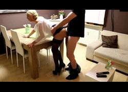 Vídeo amador fodendo pepeca da secretaria e gozando porra na cara