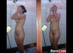 Vídeo amiga assanhada filmando tomando banho pelada - Curitiba PA