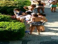 Flagra várias mulheres mijonas do carnaval de Vila Velha  ES