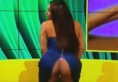Lateysha Grace BBB mostra calcinha e bunda grande durante entrevista