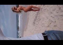 Vídeo gostosa Mulher Melão pelada nua na praia do Rio de Janeiro