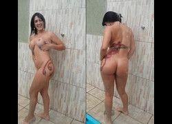 Morenaça Marisa Ribeiro de Uberaba tomando banho no quintal