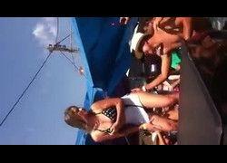 Bombou Camila loirinha no grau pelada na festa em publico
