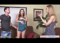 Gatinha Dani Daniels e Nicole Aniston compartilhando pau grande HD