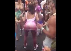 Flagra Bruna Marquezine rebolando de vestido transparente Carnaval 2017 RJ