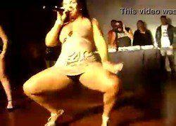 Vídeo Mulher Melancia flagrada ao vivo mostrando calcinha no Esporte Clube Jabaquara MG - Flagra