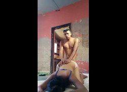Vídeo rapariga fodendo de quatro com namorado para grava vídeo porno e jogou na internet - Xvideos