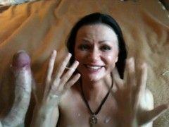 Video eu dei uma gozada top enquanto ela estava de joelhos