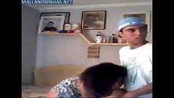 Video Maria cabeleira caiu na net na suruba com a rapaziada do salão