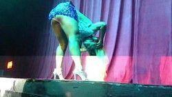 Video Valesca Popozuda caiu na net causando de vestido no baile funk