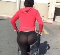 Video gostosa bunduda de suplex transparente aparecendo ate calcinha no estacionamento